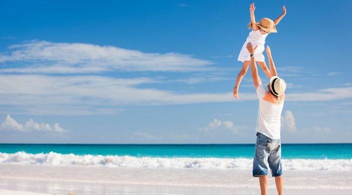 Scaled_4_pai_e_filha_na_praia